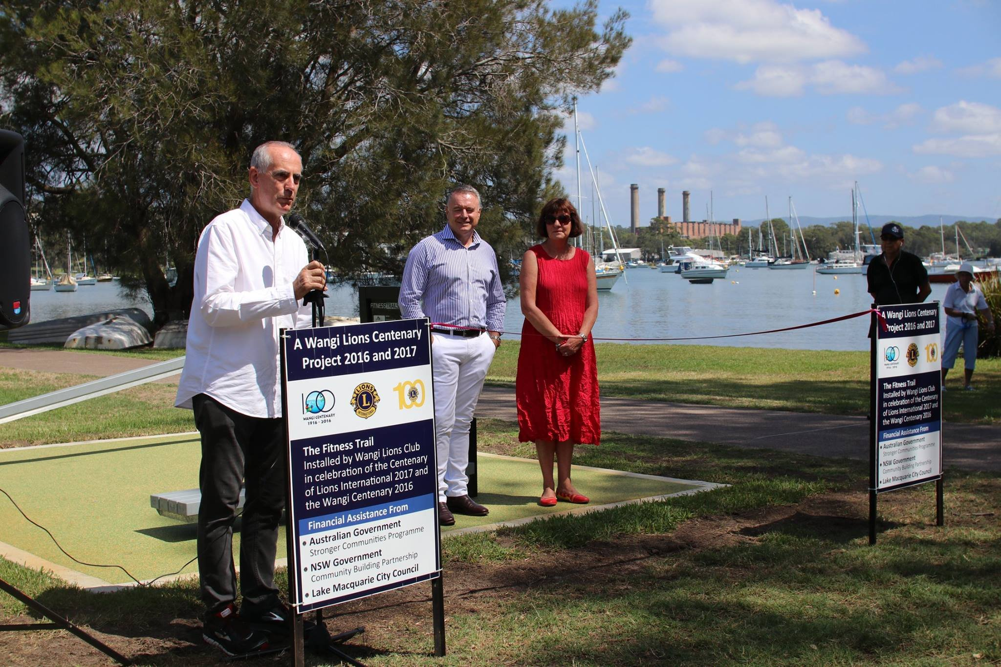 I had a great time joining with Mayor Kay Fraser, Member for Hunter, Joel Fitzgibbon, members of the Wangi Lions Club and members of the local community to officially open the Wangi Fitness Trail which runs along the beautiful foreshore of Wangi