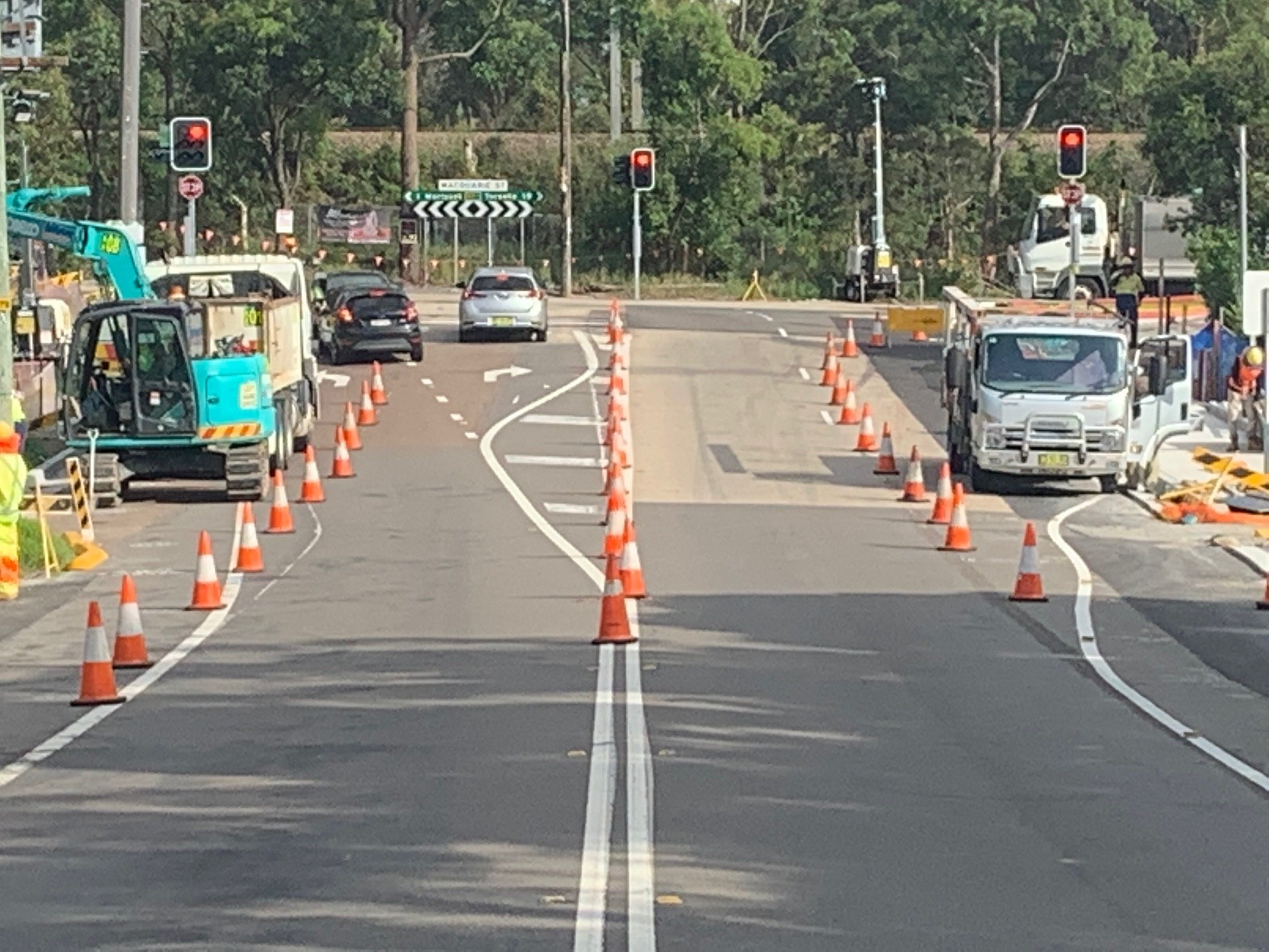 Work on the Fishery Point Road intersection at Morisset is back in full swing, but there's a couple of issues which I've raised with the RMS about fixing. Firstly, I believe the merge lane heading into Fishery Point Road is way too short